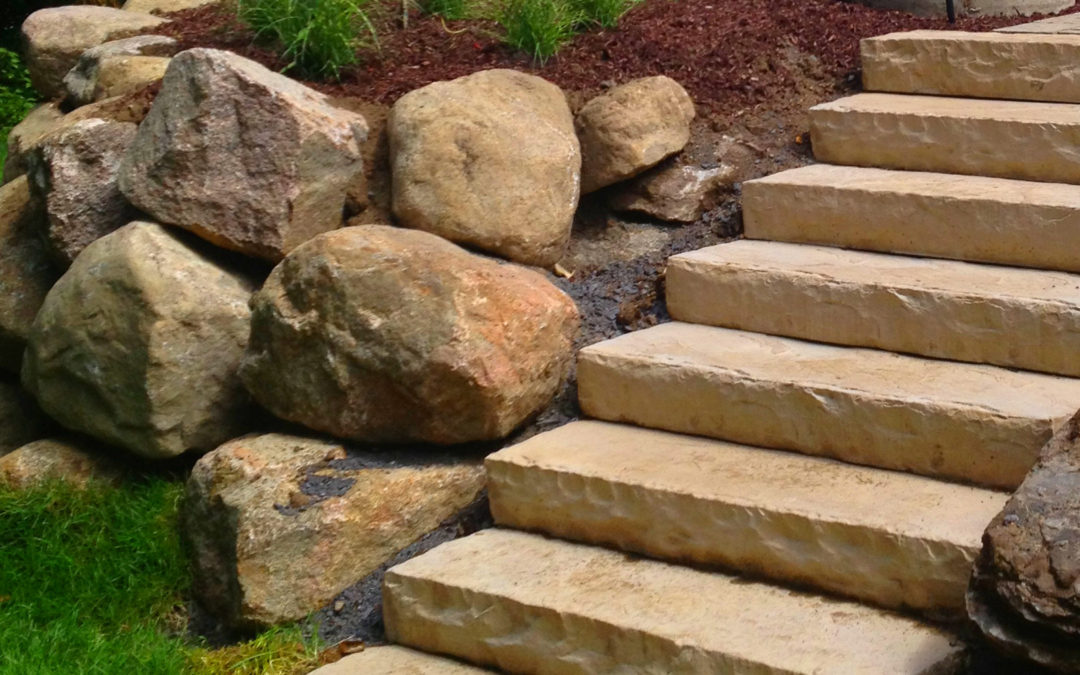 Escalier et aménagement de pierres naturelles